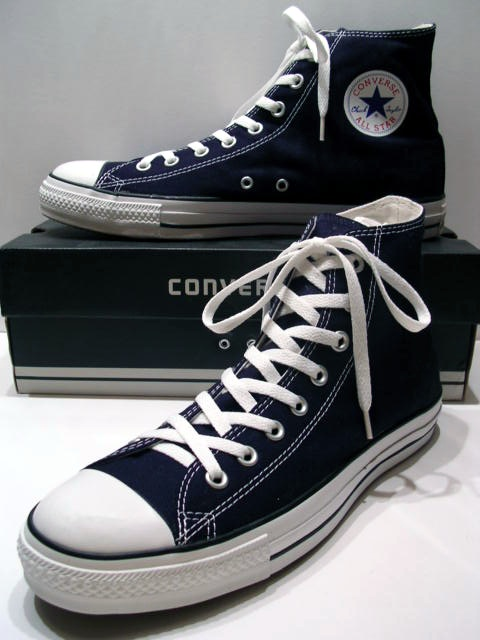 A_classic_Black_pair_of_Converse_All_Stars_resting_on_the_Black_&_White_Ed._Shoebox_(1998-2002).JPG
