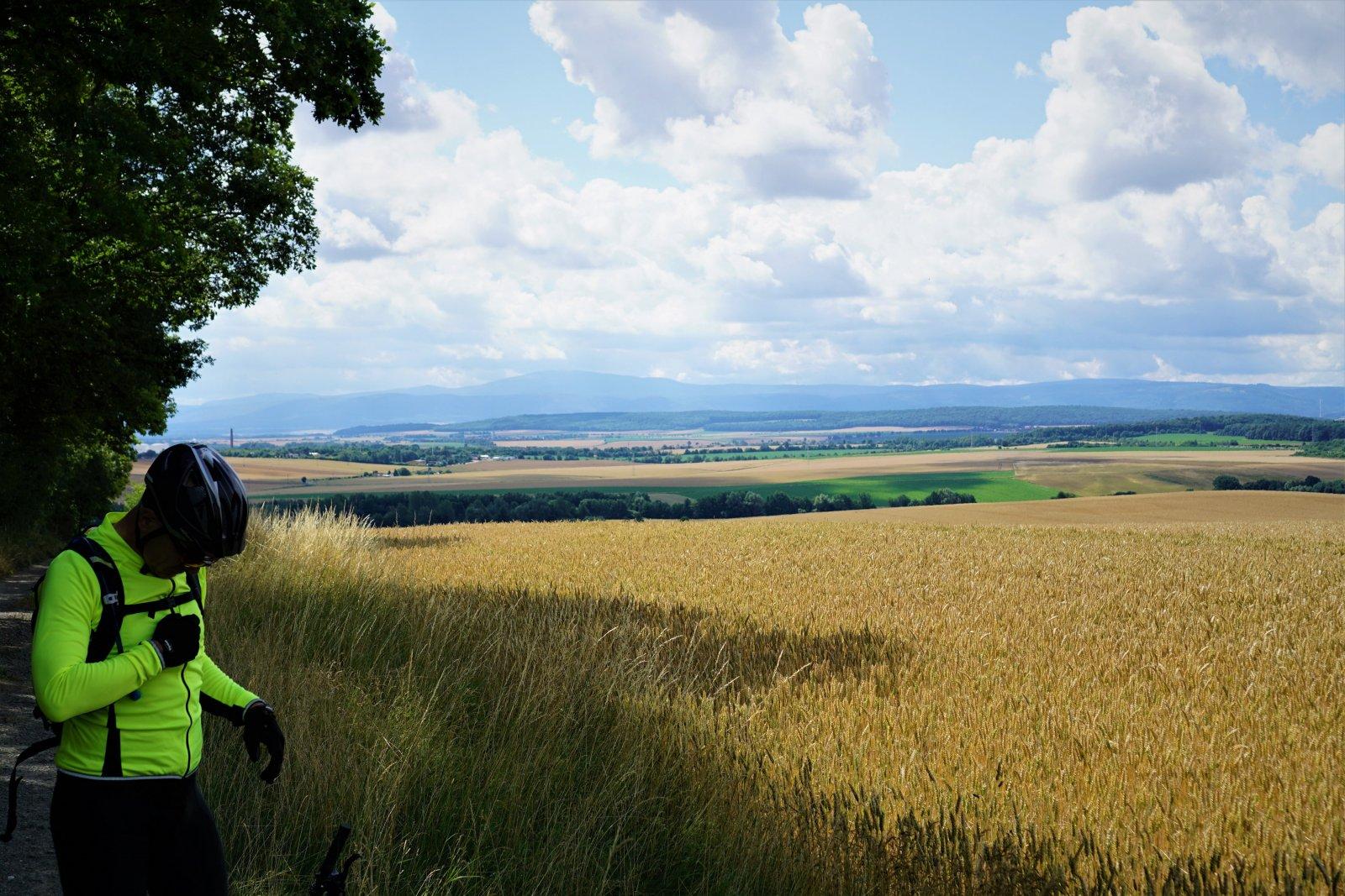 freier Blick vom Südoderwald zum Brocken.JPG