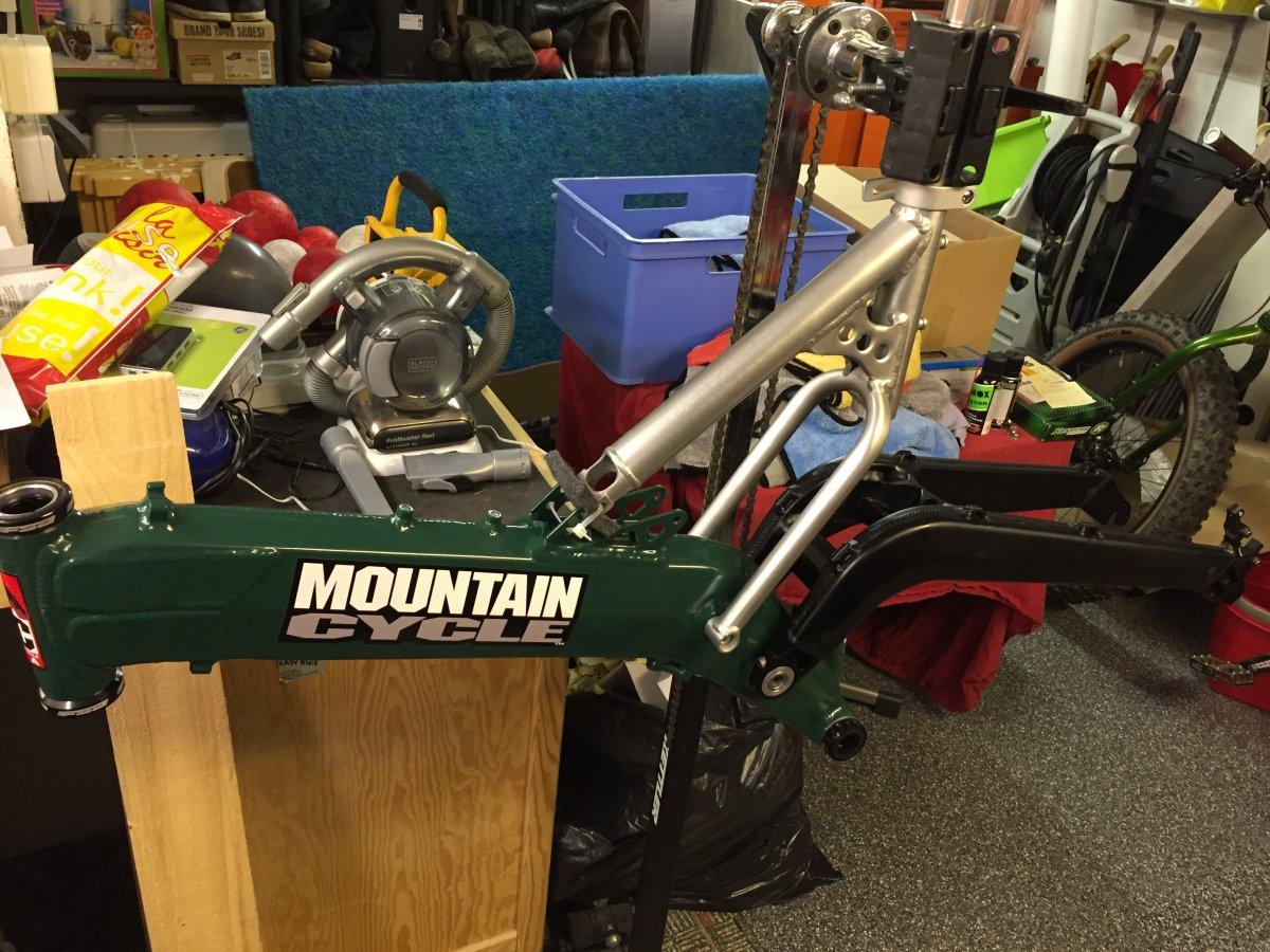 MOUNTAIN CYCLE \