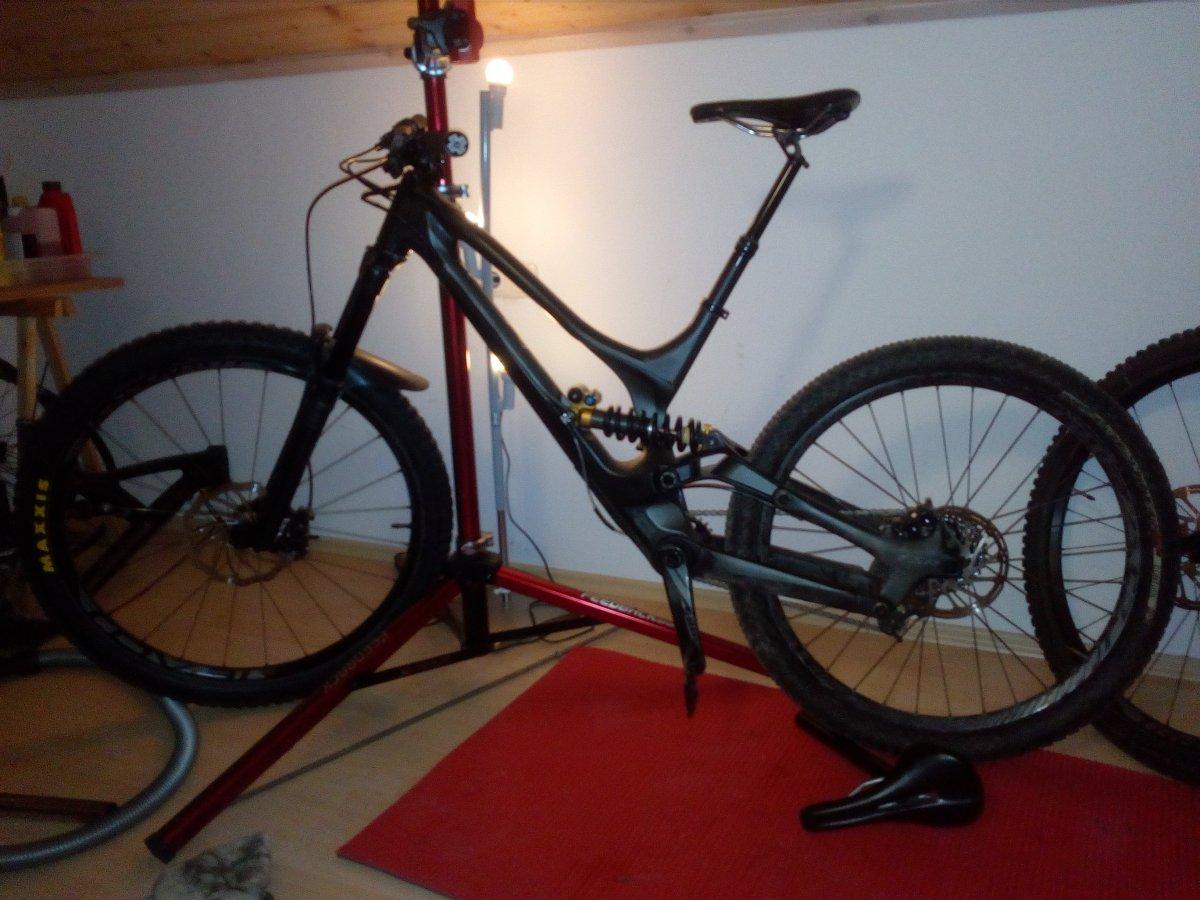 zeigt her die h sslichsten dh bikes der welt seite 106. Black Bedroom Furniture Sets. Home Design Ideas