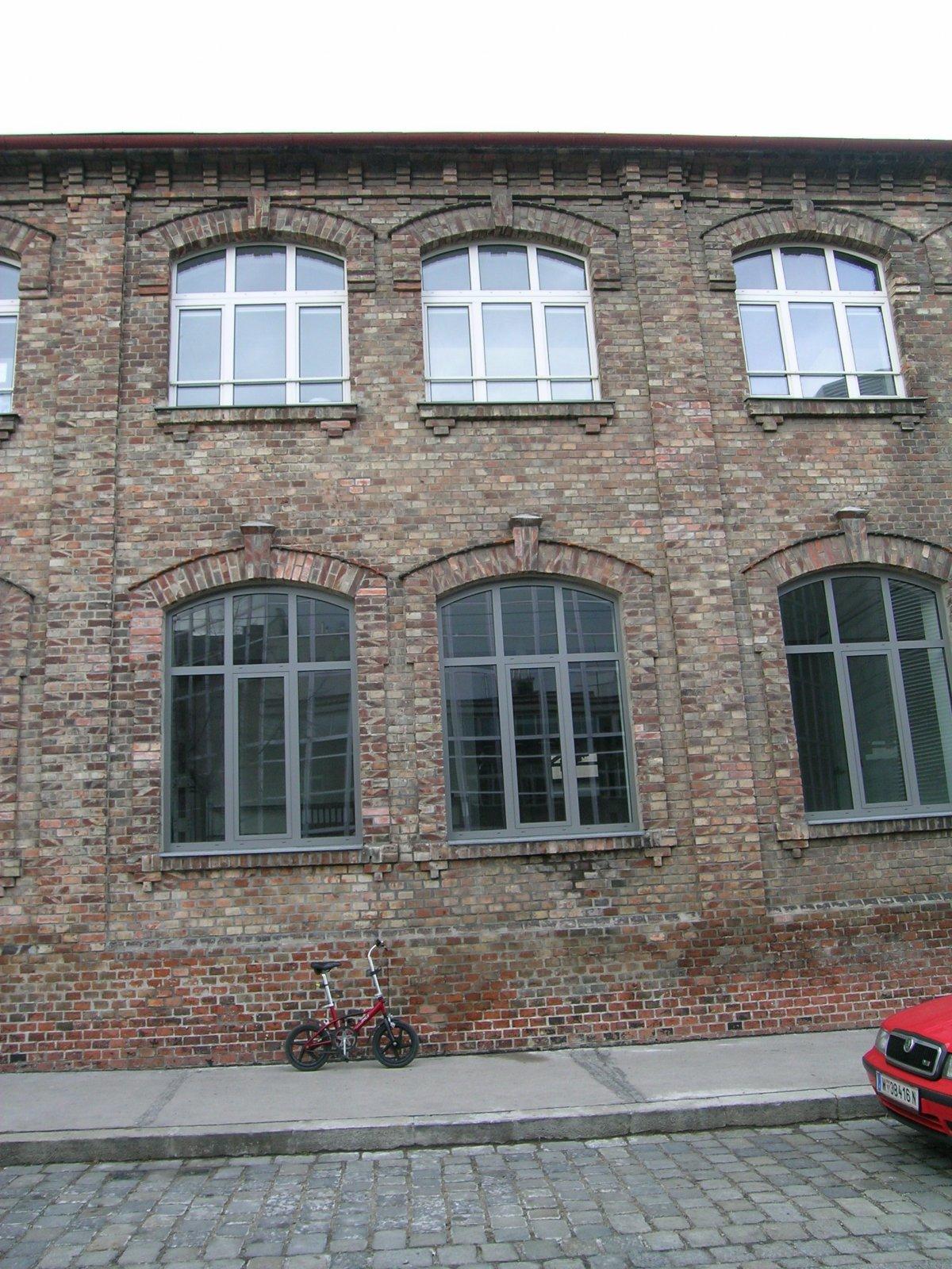 mcsIII-brick_wall01.jpg