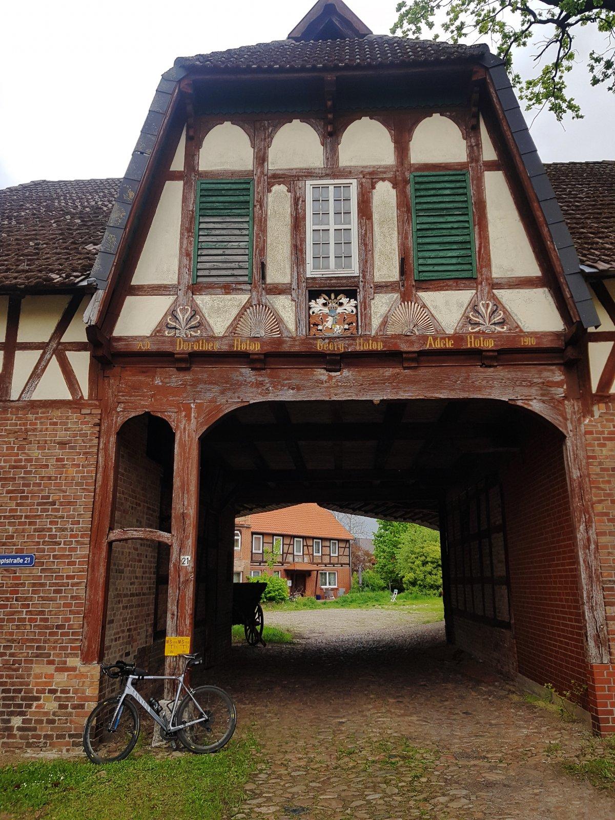 schöne Hofeinfahrt in Wasbüttel.jpg