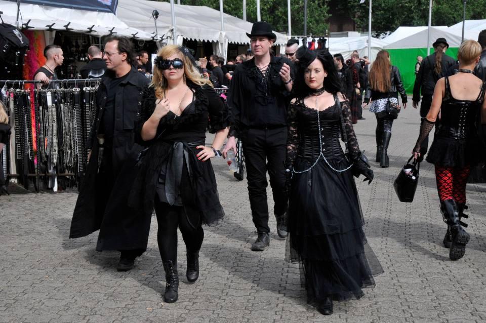 Szenetypischer-Dresscode-Amphi-2011.jpeg
