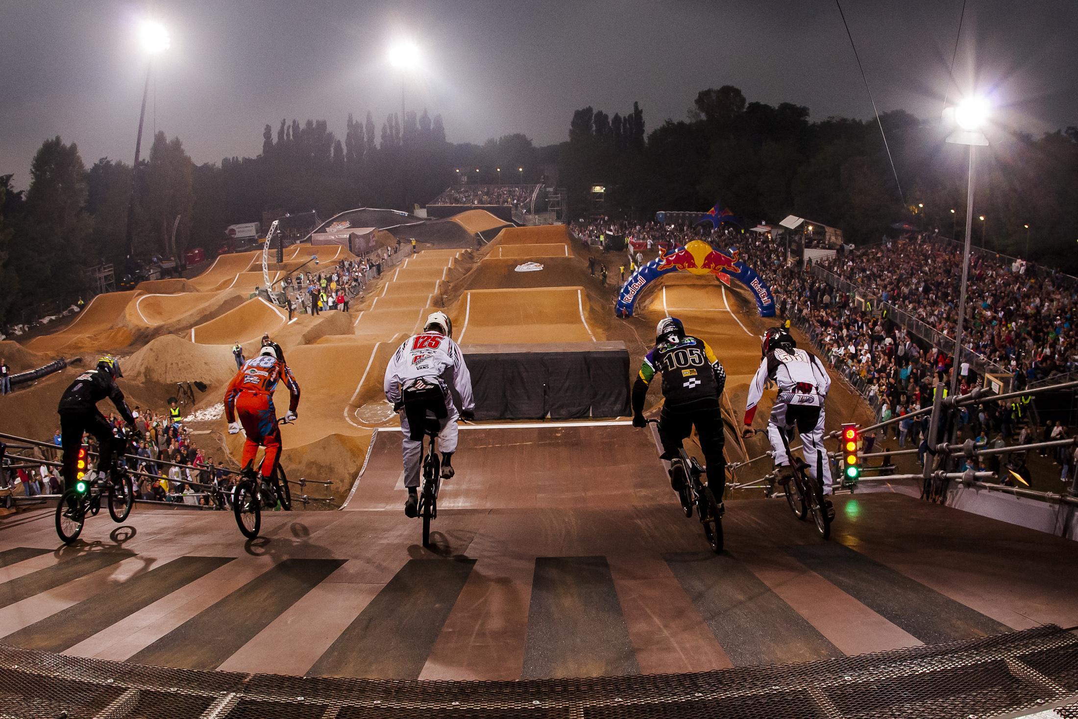 Red Bull R.Evolution kehrt zurück: BMX Supercross im Mellowpark ...