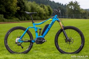 Cube Stereo Hybrid 140 - das eBike mit Bosch Motor soll für schnellen Spaß auf dem Trail sorgen