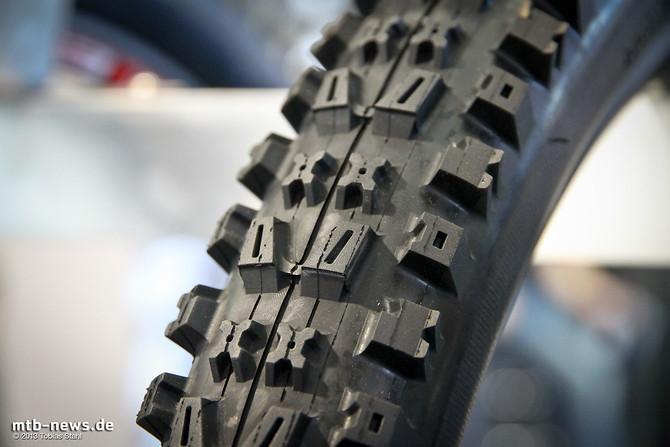Der Onza Citius Downhill-Reifen ist für 2014 neu im Programm der Schweizer. Im Gegensatz zum Ibex hat er ein etwas aggressiveres Profil und andere Gummimischungen