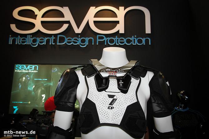 Seven Intelligent Design Protection ist neu auf dem Markt für Protektoren und bietet neben dieser neuen Protektorenjacke auch Knie- und Ellenbogenschoner an