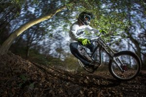 ob-dh-bike-oder-dirtrad-immer-vo