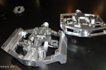 HT Downhill Klickpedale: zwei Varianten mit 17,5mm (X1, hinten) und 14mm (X2, vorne) Körperdicke