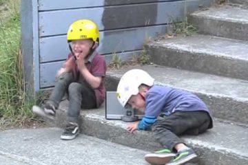 Aus Freude am Fahren: Die vierjährigen BMX-Zwillinge geben Gas [Video]