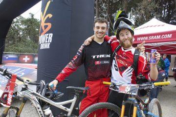 Der Sieger im ersten Rennen der European Enduro Series 2014 Denny Lupato (rechts) hatte nicht nur großen Spaß beim Rennen, sondern auch im Ziel viel Grund zur Freude.  ©Trail Solutions