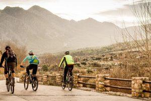 Tolle südspanische Landschaft mit der Sierra Nevada im Hintergrund
