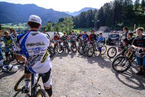 Profis vom DH-Weltcup Team MS Mondraker werden vor den jungen Fahrern aus dem Nähkästchen plaudern.  Foto: Felix Schüller
