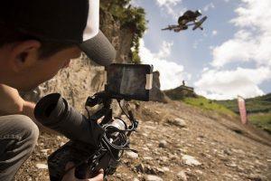 Ramon Hunziker beim Chatel Mountain Style - die Kamera begleitet ihn.