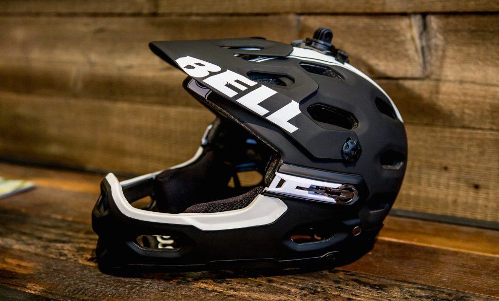 Bell Super 2R Helm mit abnehmbarem Kinnbügel und MIPS