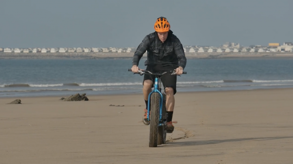 Chris Akrigg + Fat Bike = The Shore Line [Video] - MTB
