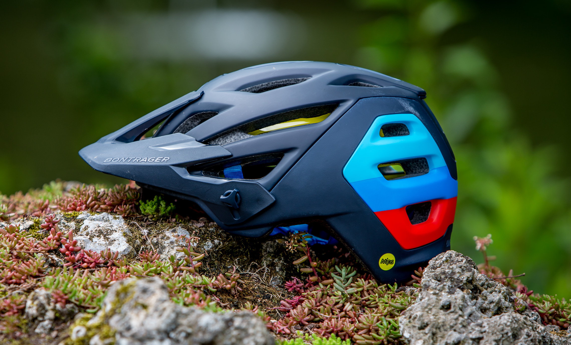 bontrager lithos mips helm im test durchdachter enduro. Black Bedroom Furniture Sets. Home Design Ideas