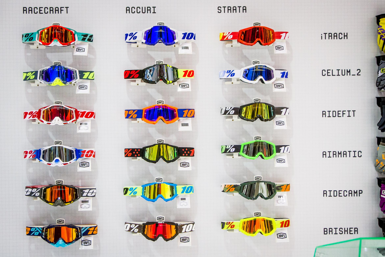100% Brillen, Helme und Bekleidung für Mountainbiking am