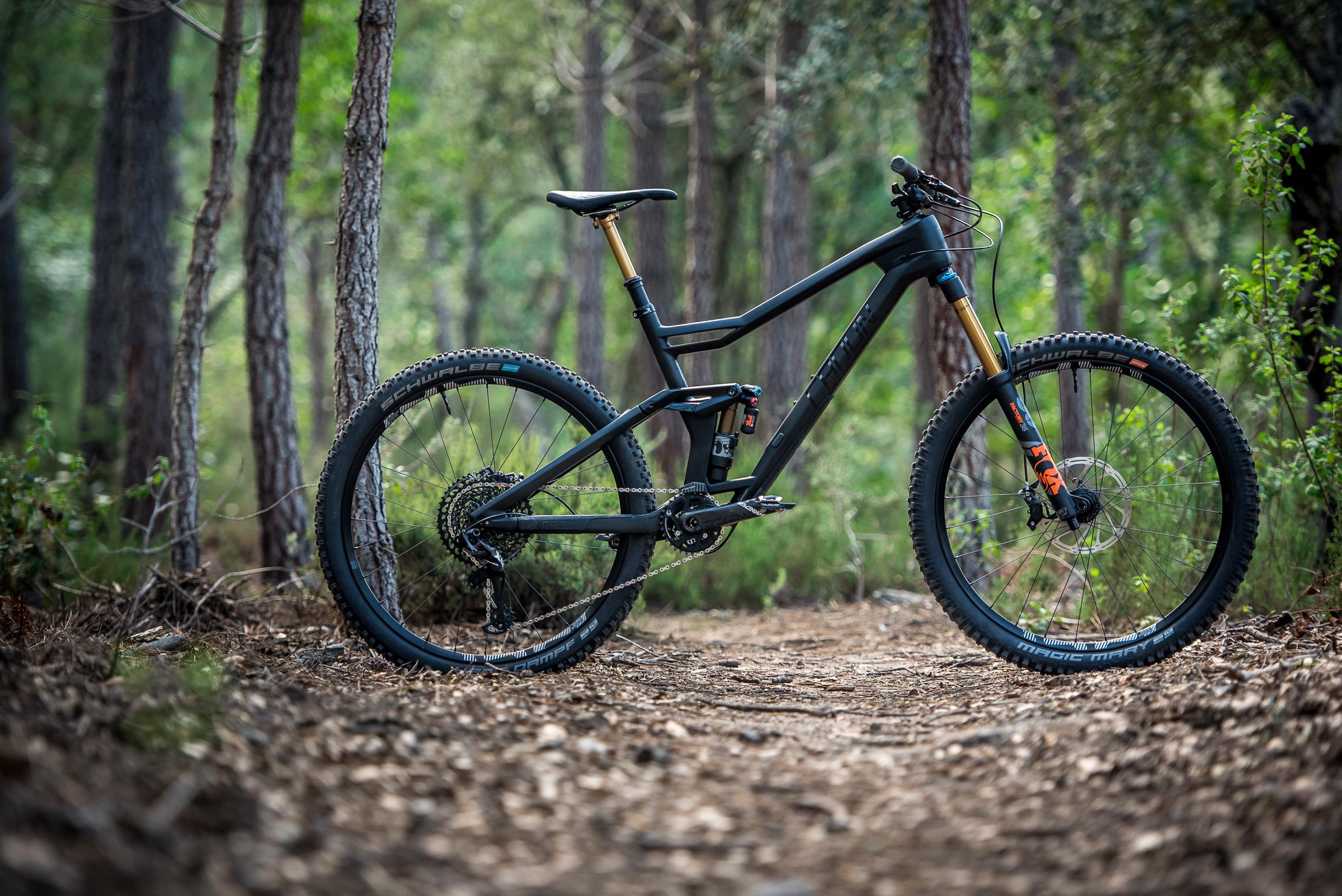 Radon Jab 10.0 im Test: Kantiges Enduro Bike im Stealth Look